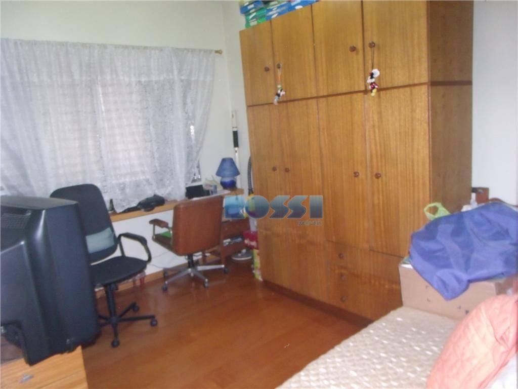 ótimo sobrado. 03 dormitórios, sendo 01 suíte. 01 banheiro.lavabo. sala 02 ambientes. 01 cozinha grande. dispensa....