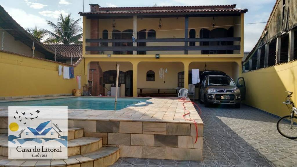 Linda casa tipo edícula com piscina