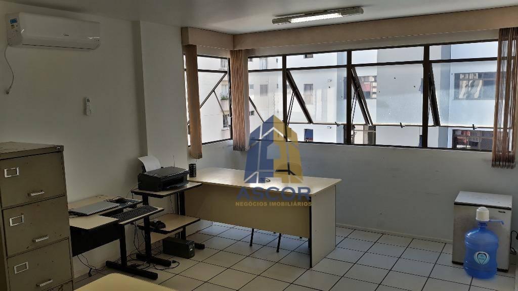 Excelente sala, localizada em um dos pontos mais valorizados e movimentados do Centro - SA0202