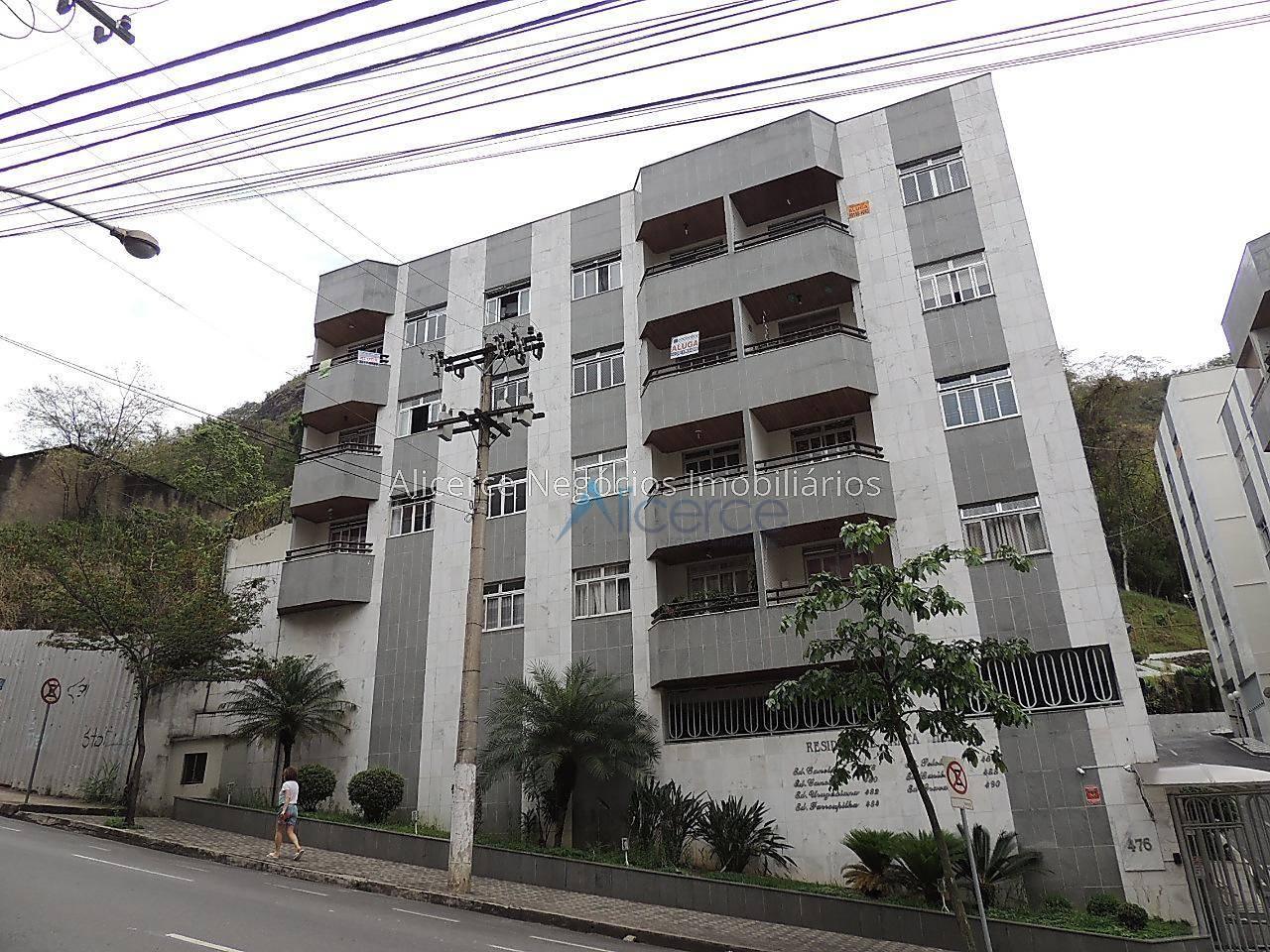 Apartamento com 2 dormitórios para alugar, 80 m² por R$ 900/mês - Santa Helena - Juiz de Fora/MG
