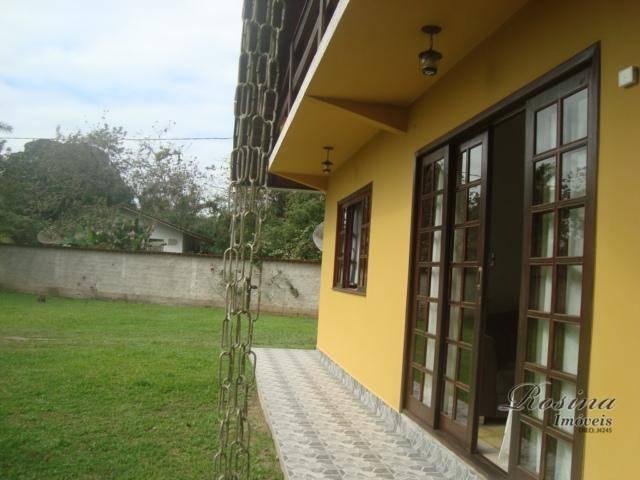 linda casa localizada na vila das palmeiras em morretes, terreno medindo 2.705,00 metros quadrados. possuindo uma...