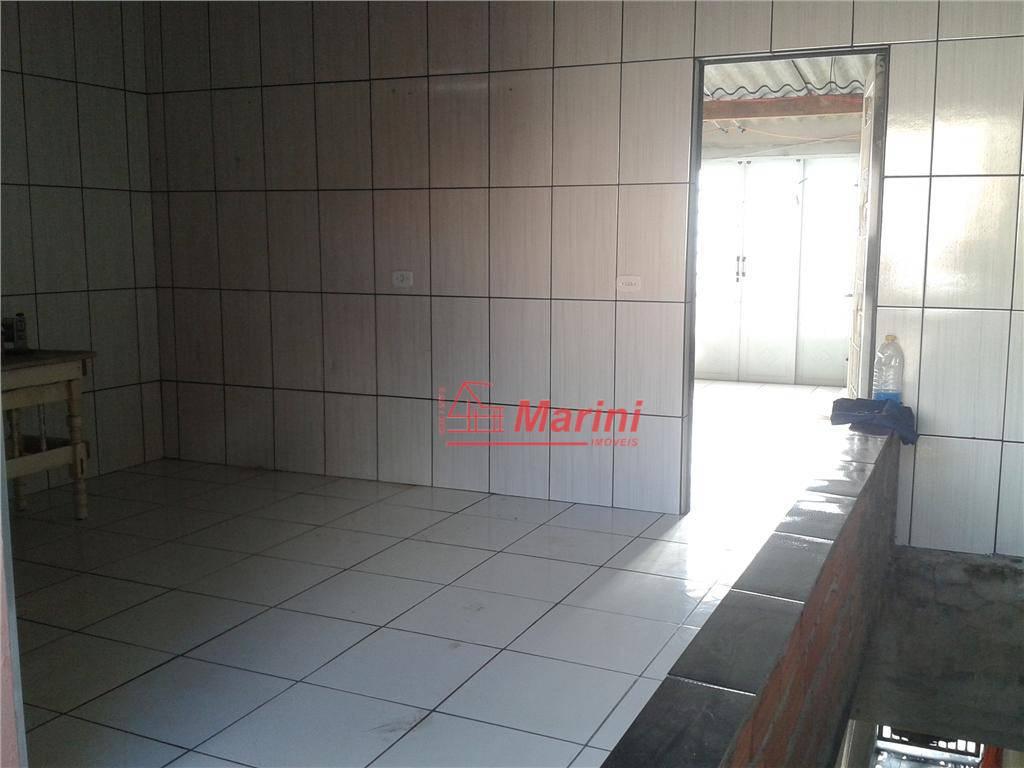 2 dormitórios, sala, 2 cozinhas, 3 banheiros, lavanderia , garagem para 1 automóvel (garagem com porta...