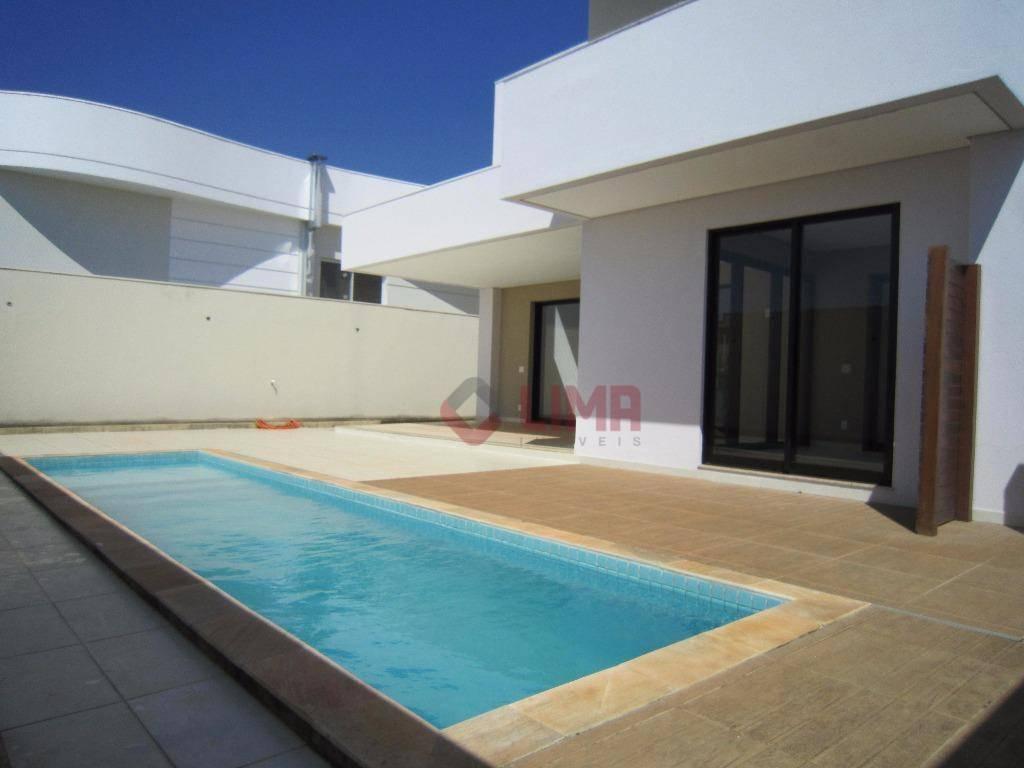 maravilhosa casa com 350m2 de área construída contendo 3 suítes, um living com pé direito duplo...