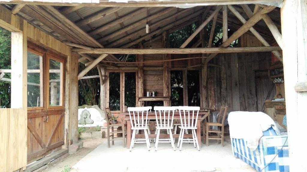 casa estilo rustico contemporâneo com agradável posição solar em frente de uma reserva ecológica e um...