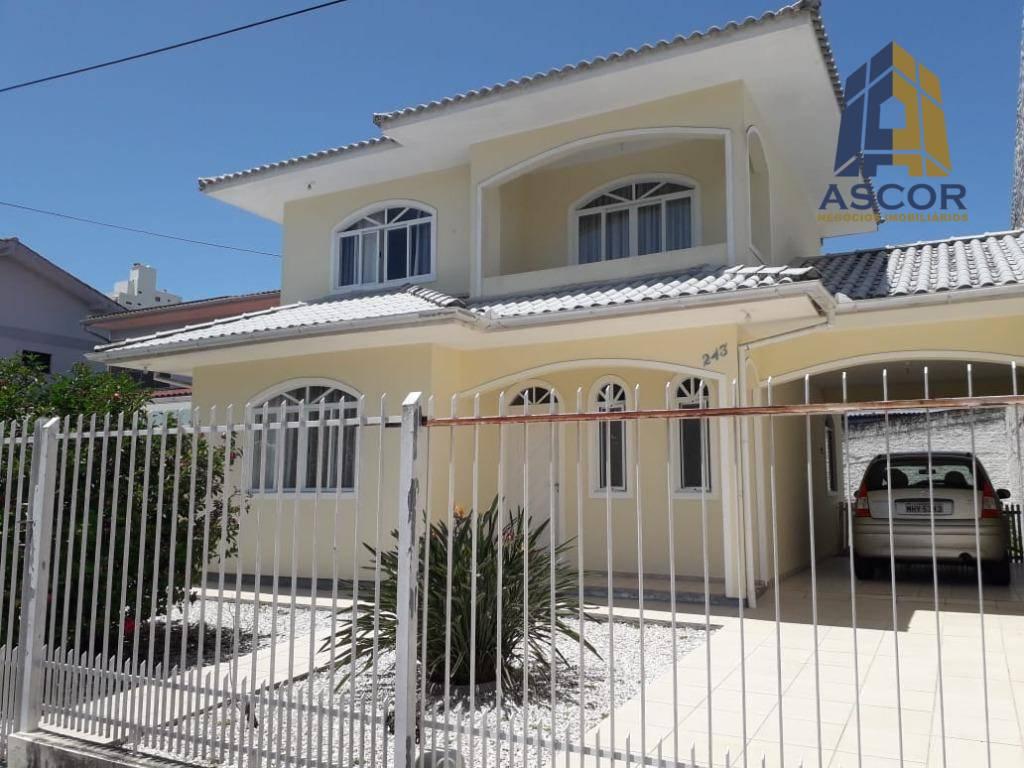 Casa com 2 dormitórios à venda, 119 m² por R$ 750.000,00 - Kobrasol - São José/SC