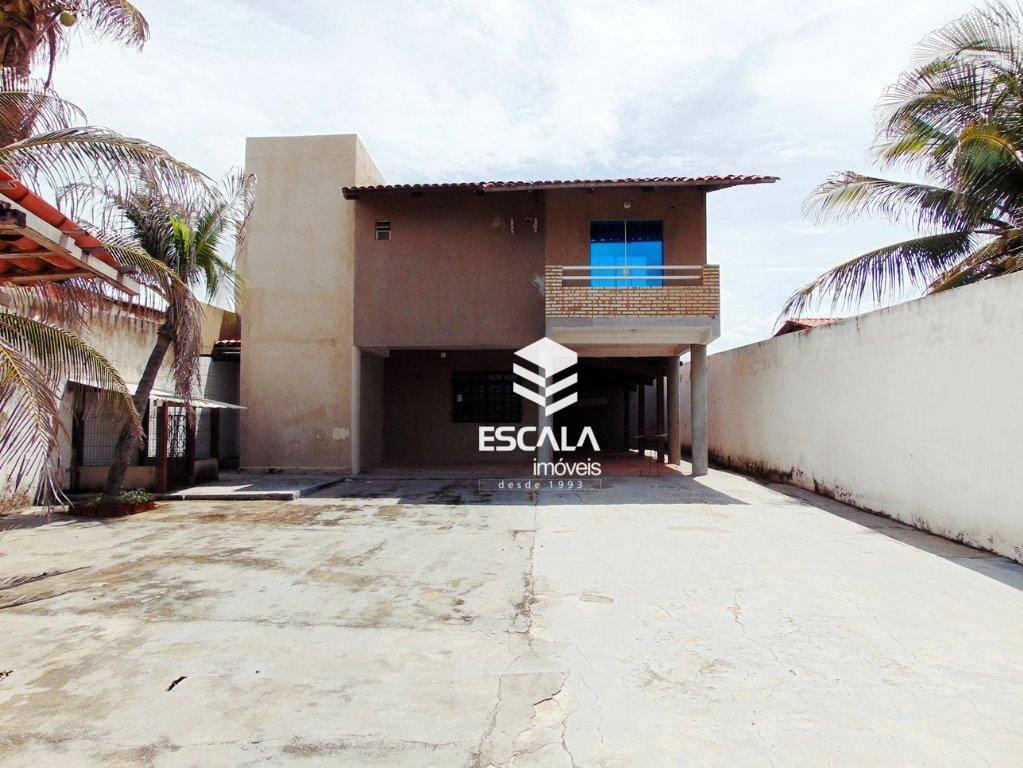 Casa duplex na Abreulândia, 180m2. 3 suítes, 6 vagas. Terreno 360m²