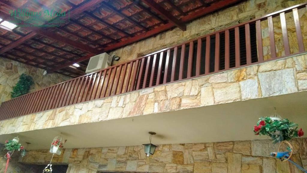 Sobrado com 3 dormitórios à venda, 261 m² por R$ 775.000 - J