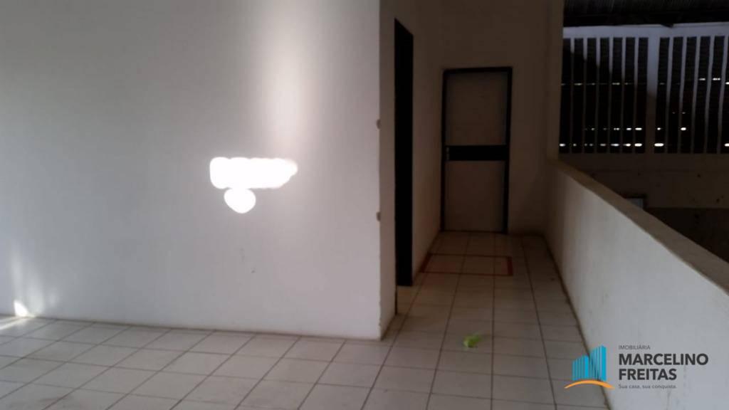 Barracão para Venda/Locação - Centro