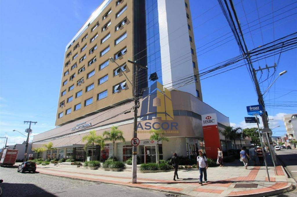 Loja ampla com pé direito alto para locação, Estreito, Florianópolis. - LO0003