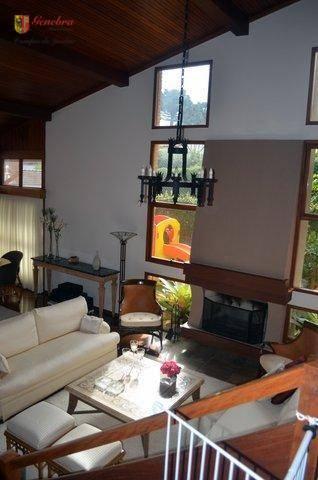 dentro da casa 4 suítes, home theater, sala de jantar, sala de estar com lareira, cozinha,...