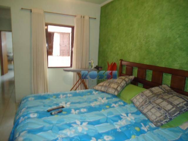 sobrado bem localizado. 03 dormitórios, sendo 01 suíte com closet.terraço.sala 02 ambientes. cozinha com armários. quintal...