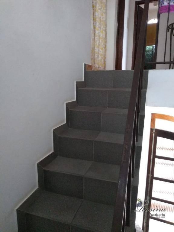 belíssima casa residencial toda em alvenaria com dois pavimentos, janelas e portas em madeira de lei,...