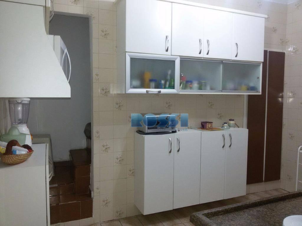 casa térrea contendo 3 dormitórios, wc social, sala, cozinha, lavanderia, wc de empregada, quintal lateral. estuque...