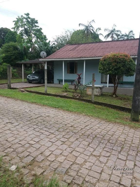 Casa em alvenaria localizada no Bairro Alto em Antonina/Paraná