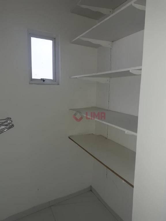 excelente residência com 4 suítes amplas e climatizadas, sala com pé direito duplo com cozinha estilo...