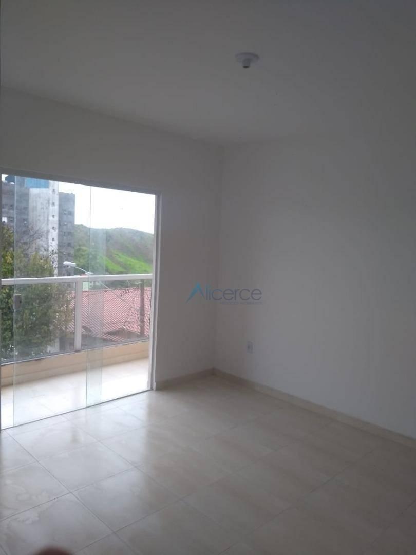 Apartamento com 2 dormitórios para alugar, 57 m² por R$ 900/mês - Bom Pastor - Juiz de Fora/MG