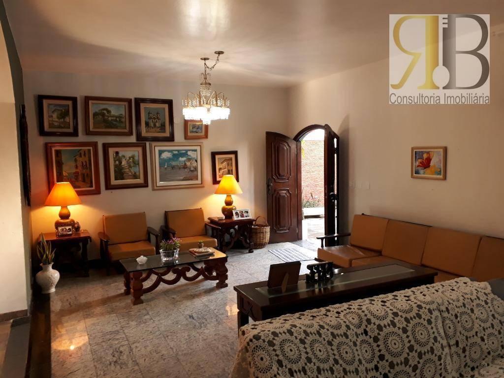 Casa com 4 dormitórios para alugar, 332 m² por R$ 3.500/mês