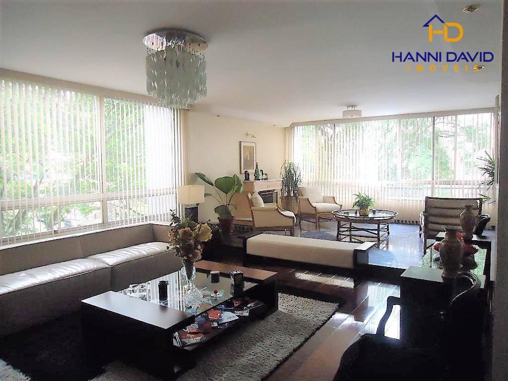 Luxuoso apartamento ao lado do Parque Aclimação com 3 dormitórios, 1 suíte, 3 vagas - 240 m²