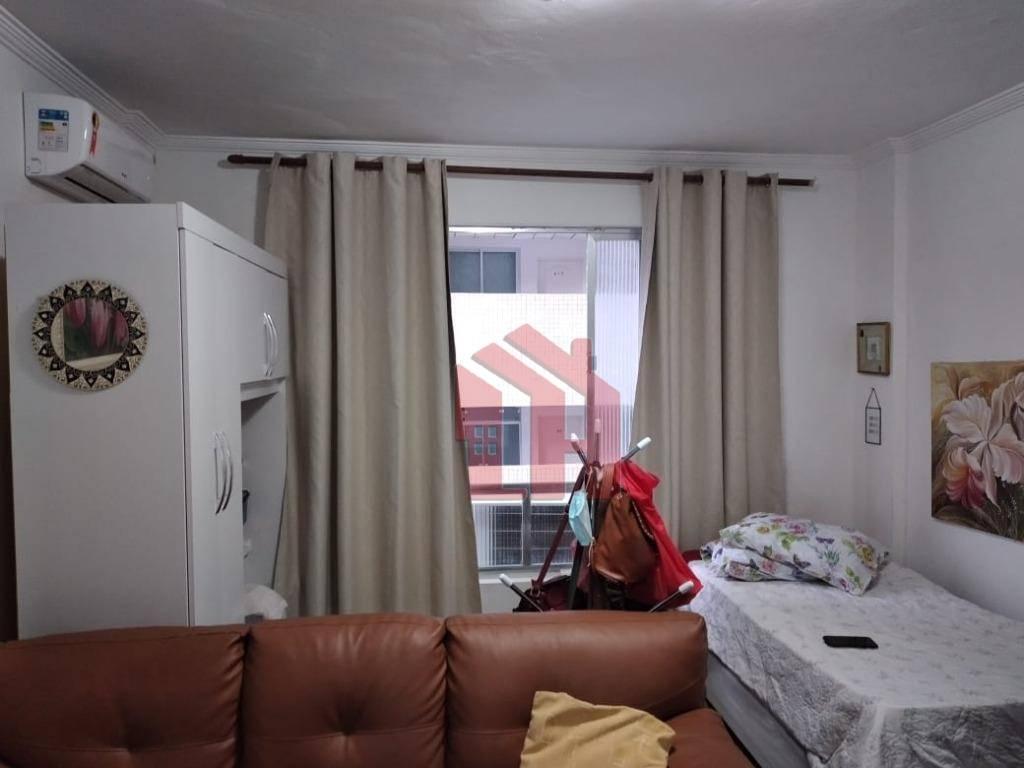 Sala living no Gonzaga, Santos, reformada,