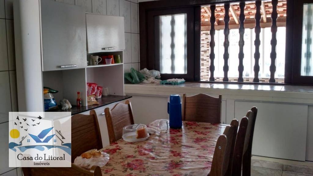 imóvel de esquina com 2 dormitórios,banheiro social,sala para 2 ambientes, copa, cozinha, uma edícula com duas...