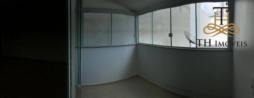 Sala comercial para Locação Anual, localizada na Rua 1500, bem no Centro de Balneário Camboriú. Locação com taxas inclusas: R$1.780,00.
