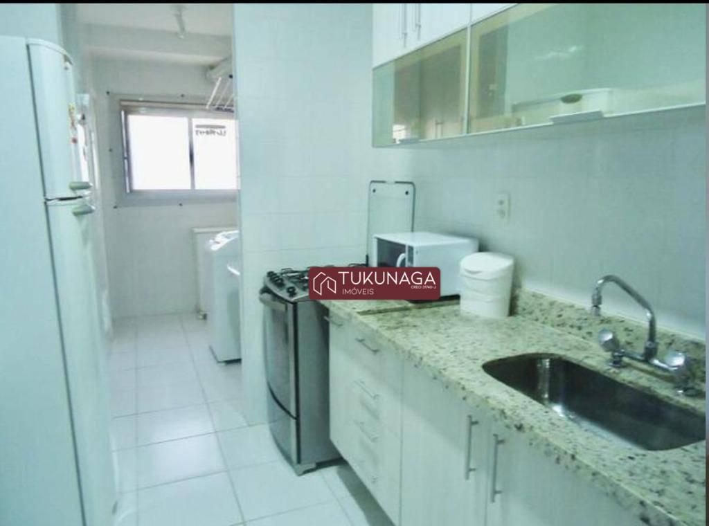 Apartamento de 110 metros. 3 dormitório, 3 banheiros, 1 suíte, cozinha, sala, 2 vagas de garagem cobertas.