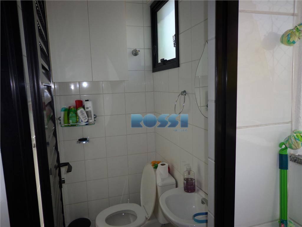 bom apartamento. 03 dormitórios com armários, sendo 01 suíte.03 wcs. lavabo. sacada. sala 02 ambientes. escritório....
