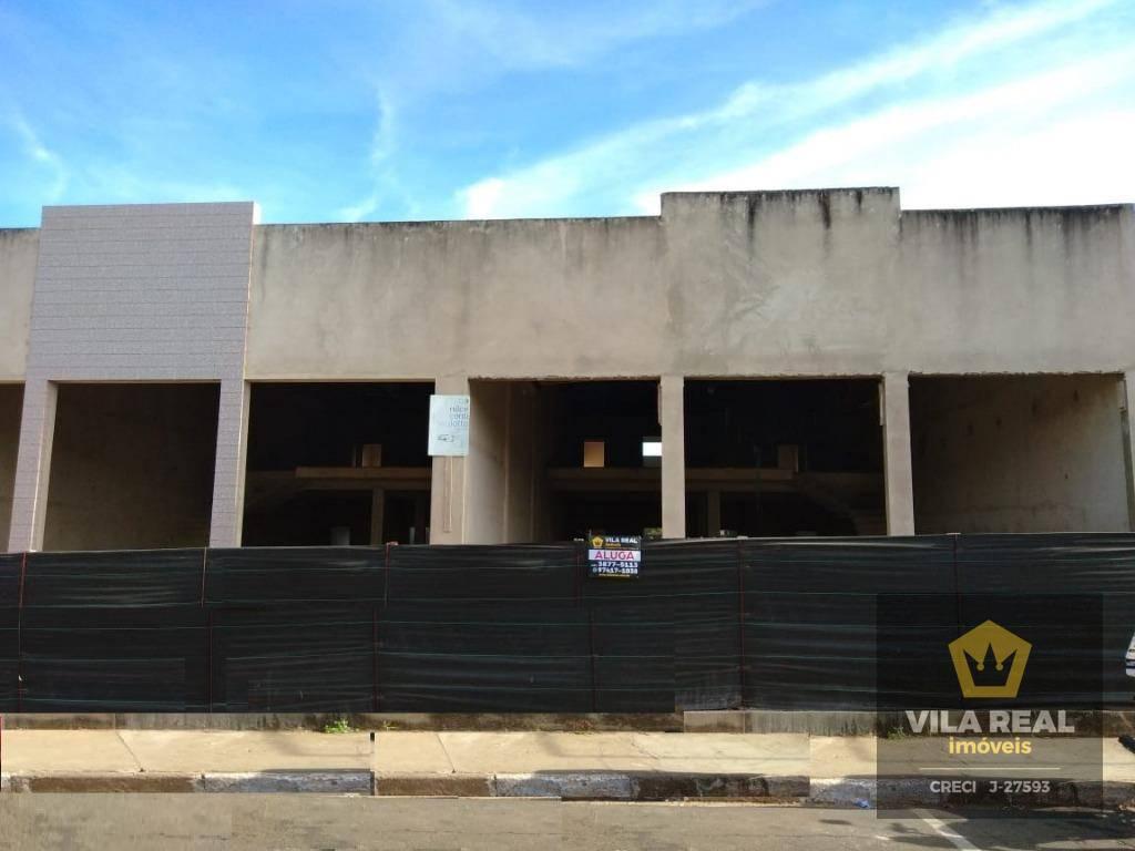 2 barracões comerciais para locação, ambos com 400mts e mezanino.localizado na avenida principal de artur nogueira...