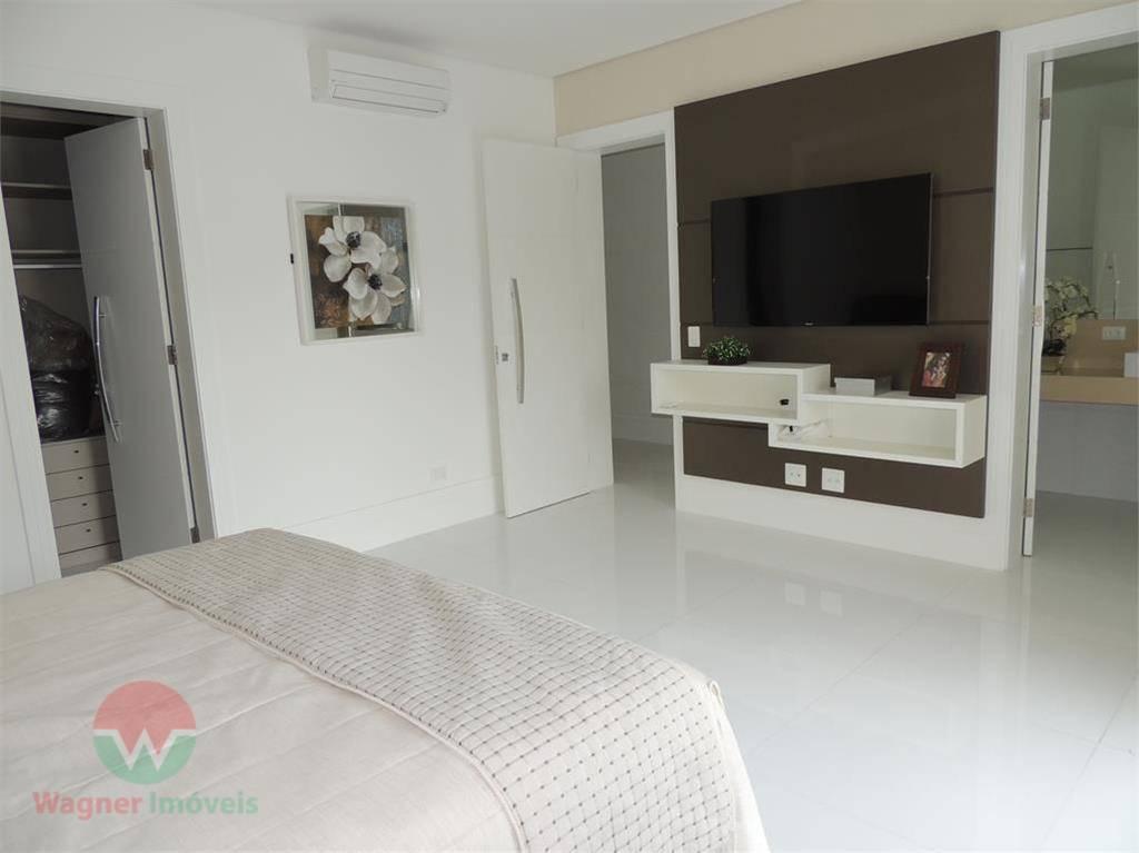 sobrado à venda no jardim acapulco em guarujá, ampla sala para 4 ambientes com lavabo, 6...