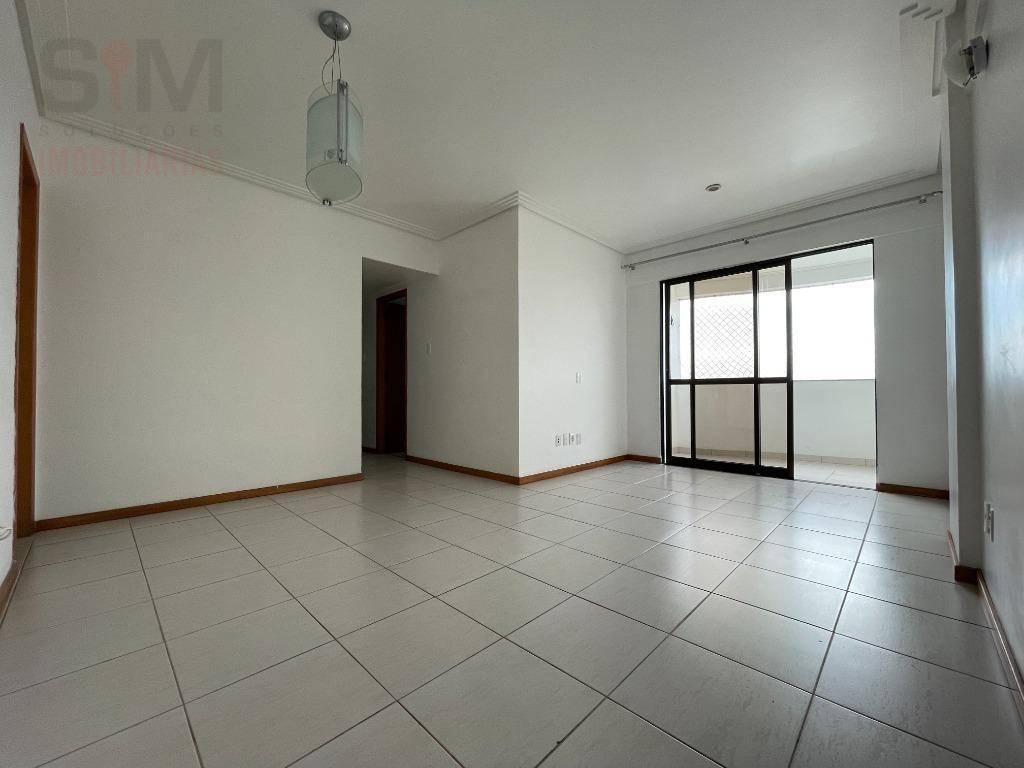 Apartamento alto, com 3 dormitórios, armários, varanda, para alugar, 83 m² - STIEP - Salvador/BA