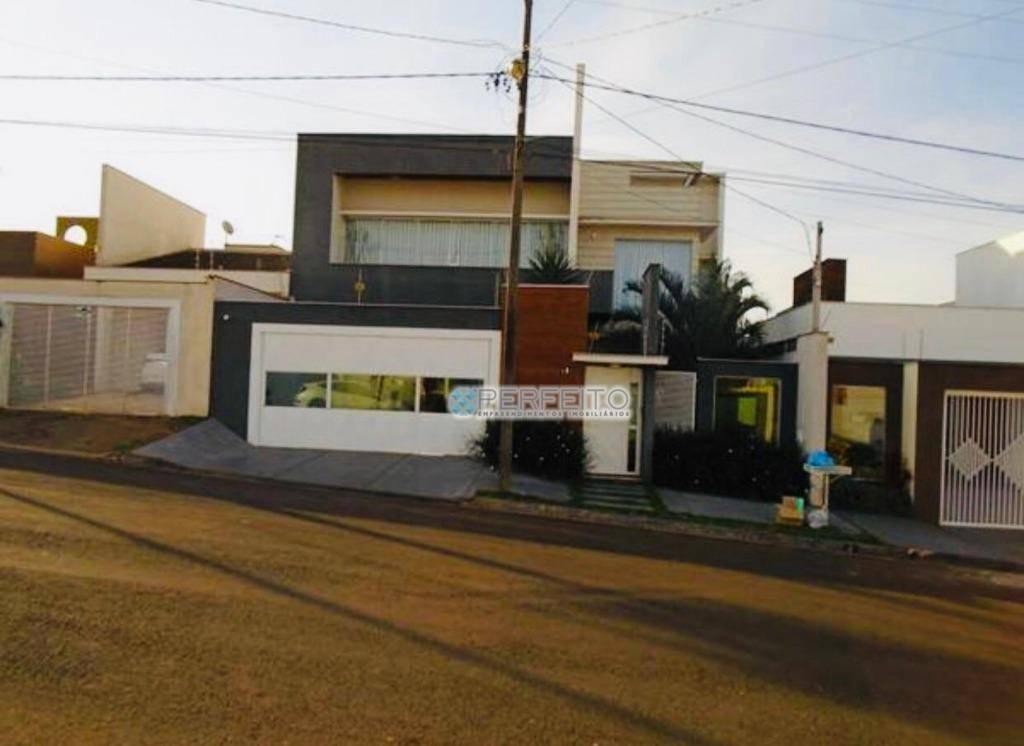Casa à venda em Cambé com 3 dormitórios, 250 m² por R$ 880.000,00