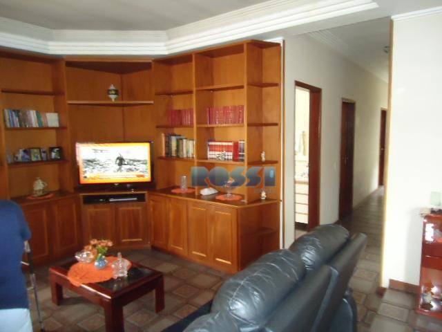 assobradado ótima localização. 03 dormitórios, com armários. 01 suíte. sala 02 ambientes. cozinha planejada.churrasqueira, corredor lateral,...