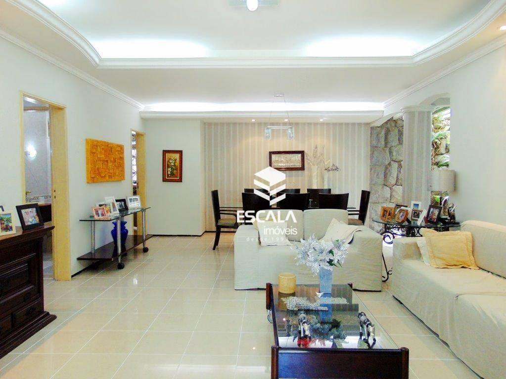Casa plana no Papicu, ampla, 420,00m², 5 quartos,2 suítes, 4 vagas, piscina, churrasqueira.