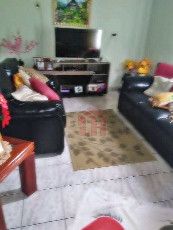 Casa em São Vicente com 2 dormitórios e uma Edicula de fundos.