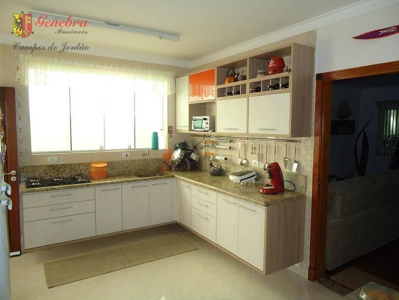 armários embutidos e carpete de madeira eucafloor nos dormitórios, sala de estar e jantar com piso...