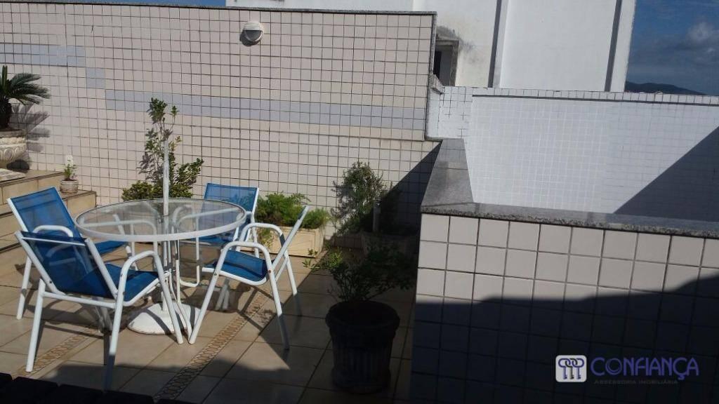 espetacular cobertura, frente, sol da manhã,em localização impar, composta de varandão, 02 salas, 03 dormitórios,suite, armários...