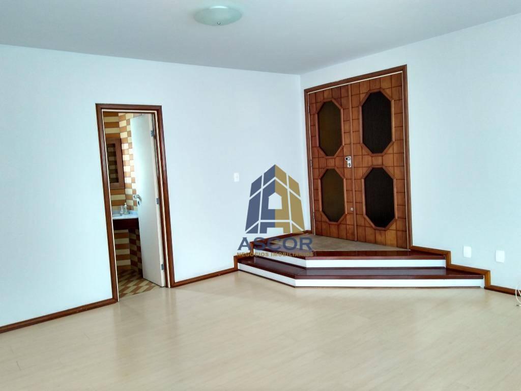 Amplo apartamento com 174,57m² de área privativa, ótima localização, no Centro de Florianópolis.
