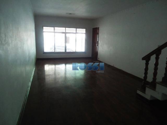 sobrado em ótima localização. 02 dormitórios, com armários. 01 suíte. sala 02 ambientes. copa/cozinha. lavabo. dependência...
