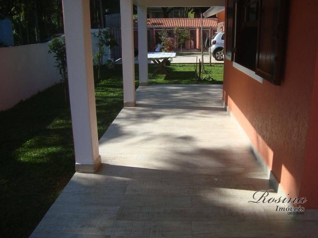 linda casa com ótimo acabamento localizada no barro branco esta linda propriedade foi construída com os...
