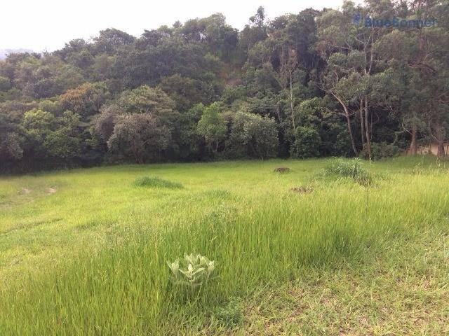 Amplo terreno. em declive. de 1700 m2 com fundo para area verde.
