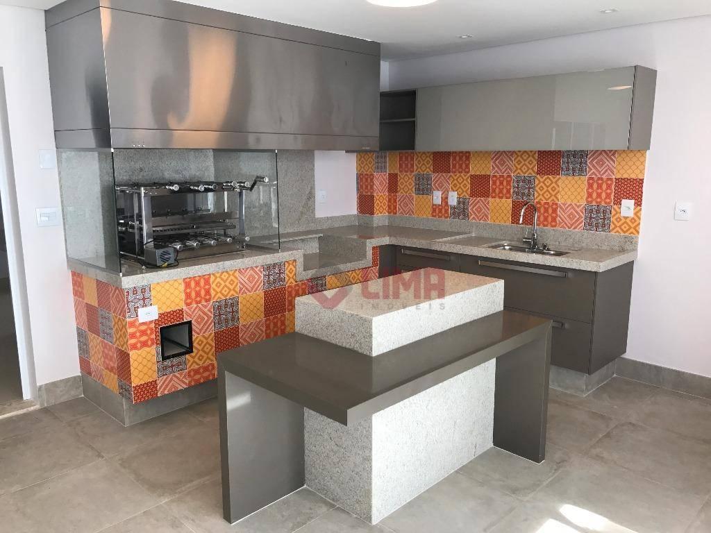 maravilhosa residência com finíssimo acabamento, toda em porcelanato portobello, soleiras em mármore travetino e escadaria em...