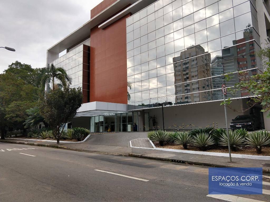Prédio comercial multiusuário à venda, com renda, Brooklin, São Paulo.