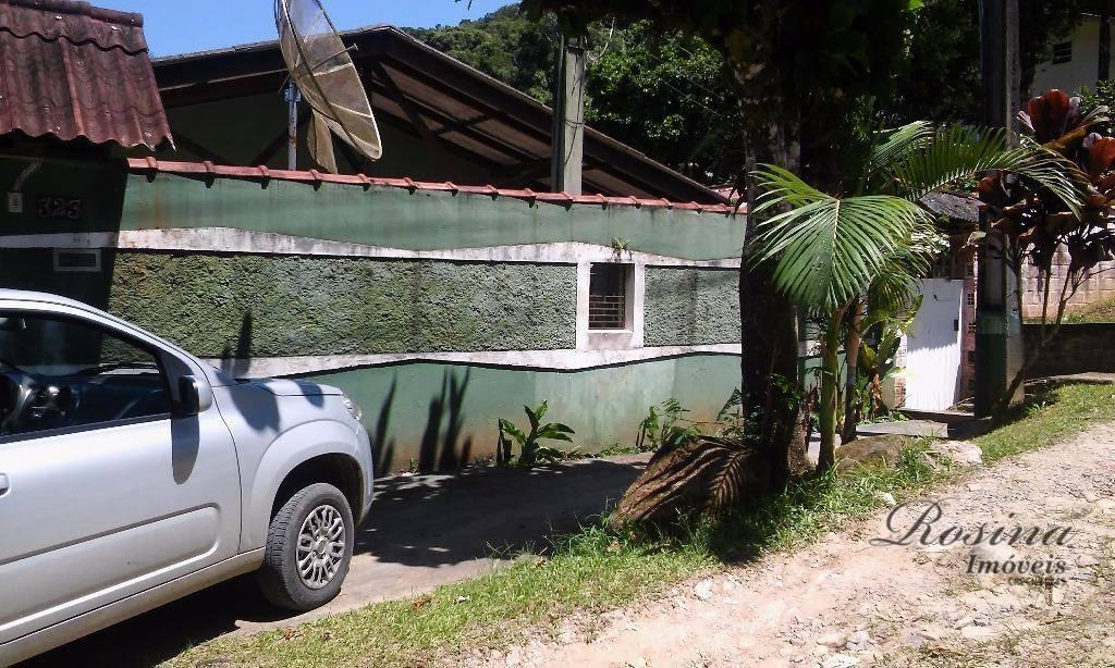 linda casa em alvenaria medindo 250 m² localizada na penha em antonina/paraná.casa distribuída em:* 03 quartos,...