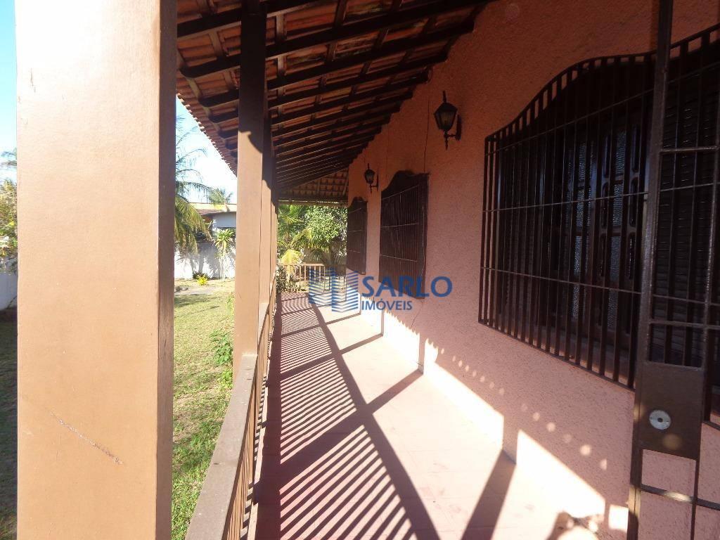 ampla casa em jacaraípe, próxima à praia e a lagoa.com 03 quartos amplos, sendo 01 suíte,...