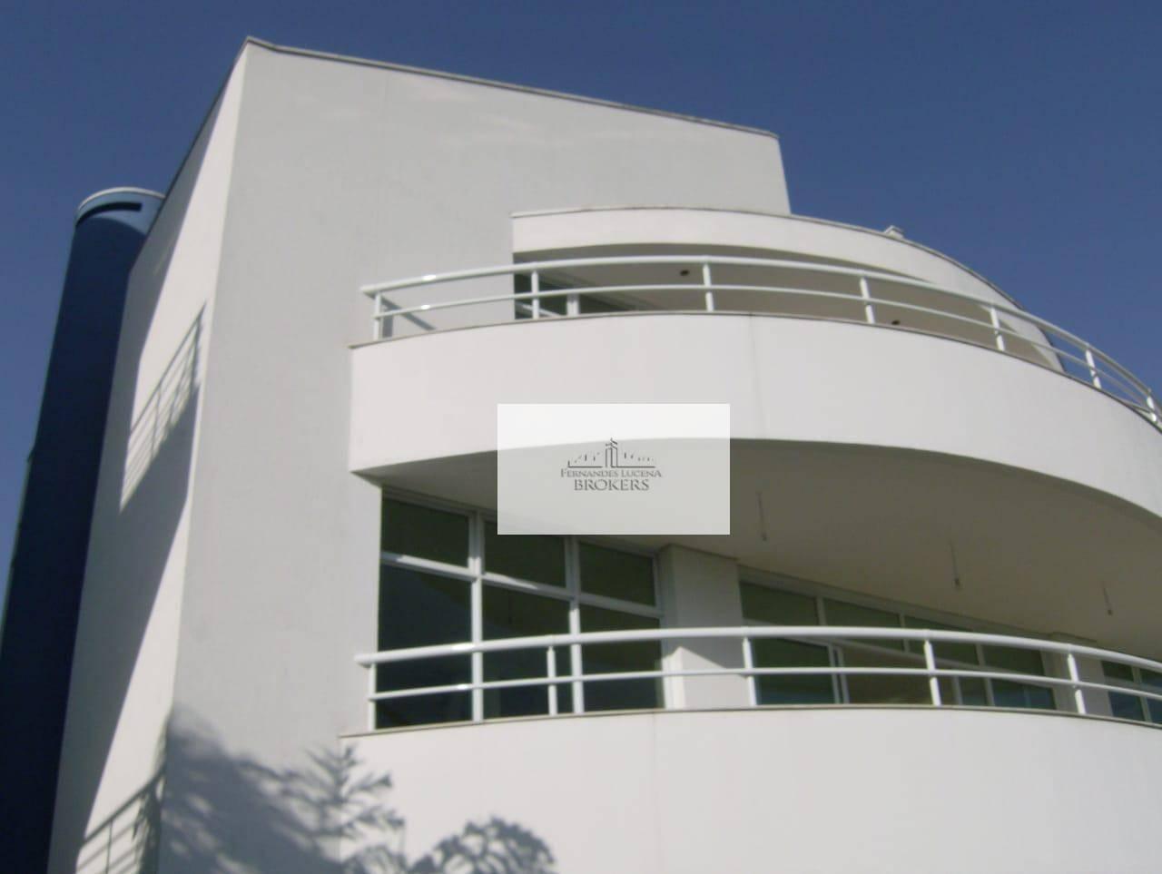 casa nova com ótima localização e vista privilegiada. arquitetura moderna e clean. acabamento impecável. sala de...