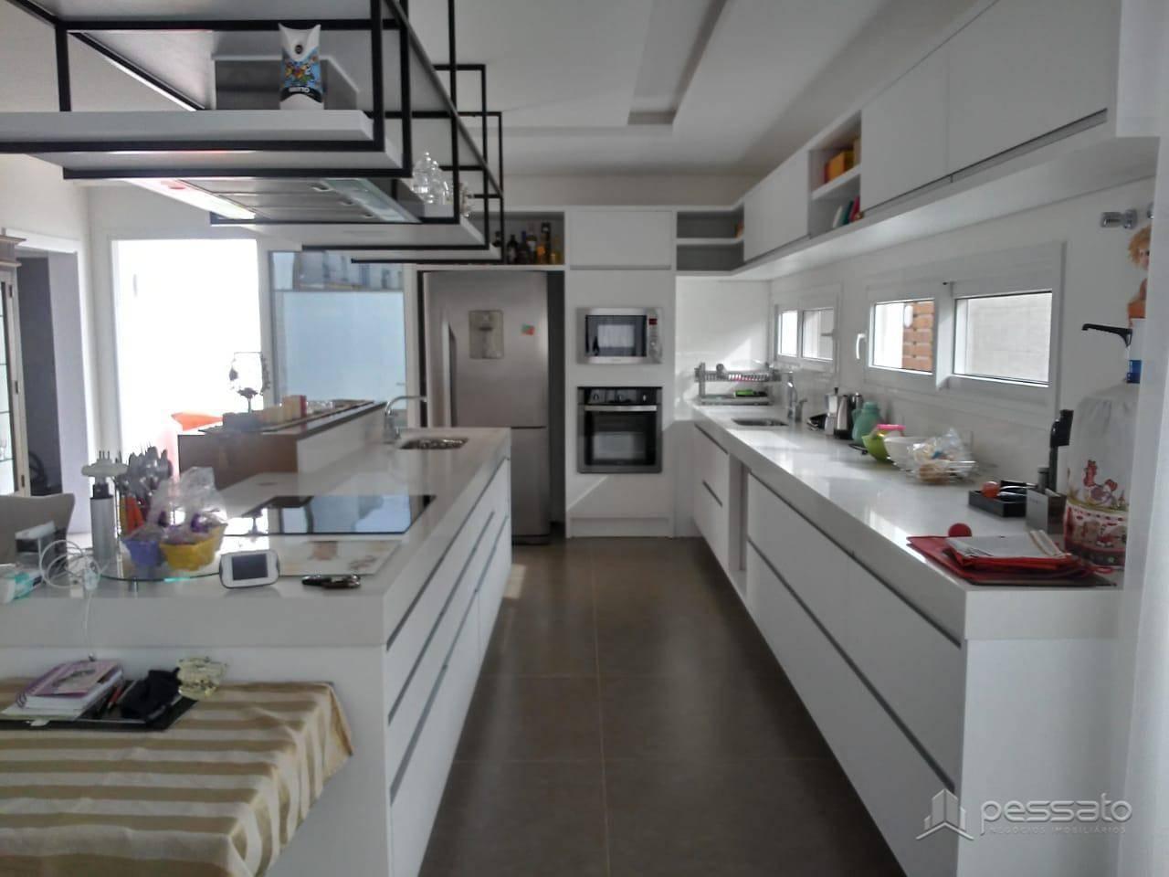 sobrado 5 dormitórios em Gravataí, no bairro Alphaville
