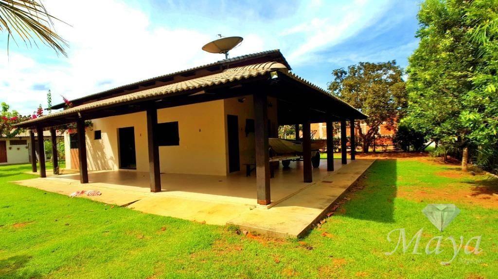 Chácara 2.000 m² c/ casa no Condomínio Country Hall
