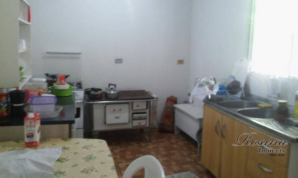 chácara medindo 9.000 m² contendo uma casa mista com aproximadamente 100 m² distribuída em: 02 quartos,...