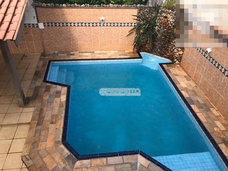 Casa para alugar em Londrina no Bela Suiça com 4 dormitórios, 260 m² por R$ 3.500/mês