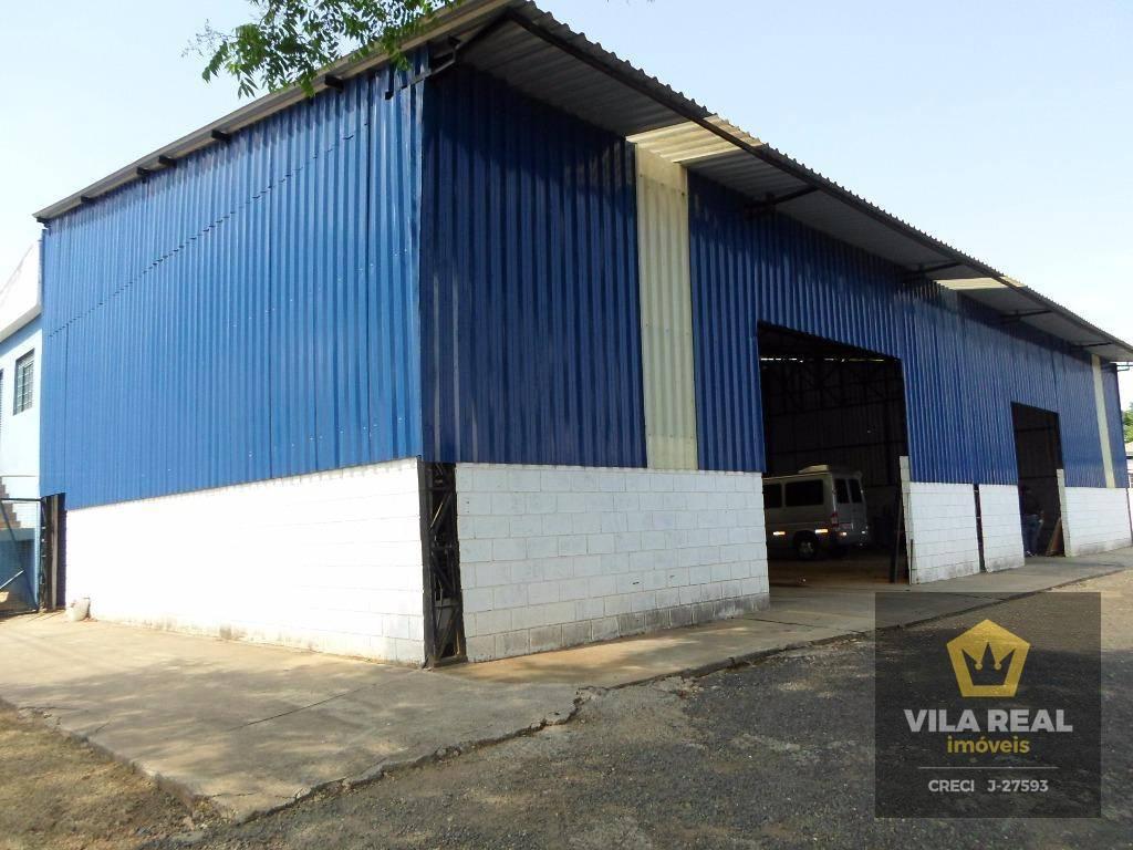 cozinha ampla, salas amplas, barração está á 50 m da rodovia ssp.